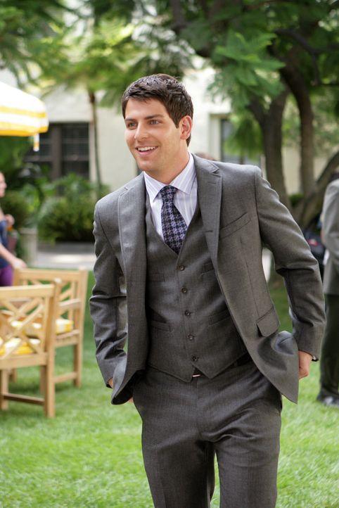 Megan wendet sich an Mr. Cassidy (David Giuntoli), den Rektor der Schule, und kann ihn dazu überreden, Rose doch zu versetzen. Und dann hat sie auch... - Bildquelle: Warner Bros. Television