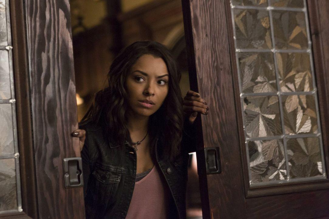 Bonnie (Kat Graham) macht eine erschreckende Erkenntnis den Phoenix Stein betreffend. Doch kann sie die schlimmen Folgen ihres Handels wirklich noch... - Bildquelle: Warner Bros. Entertainment, Inc.