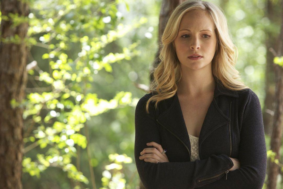 Um Liv zu überzeugen, ihnen zu helfen, wendet Caroline (Candice Accola) unerwartete Methoden an ... - Bildquelle: Warner Brothers