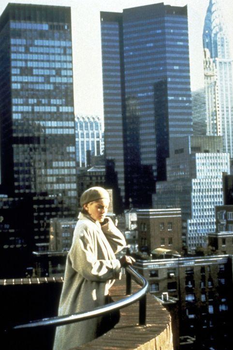 """Von diesem Balkon des 32-stöckigen New Yorker Wolkenkratzers, genannt """"Sliver"""", stürzte sich Carlys (Sharon Stones) Vormieterin zu Tode. Oder wurde... - Bildquelle: Paramount Pictures"""