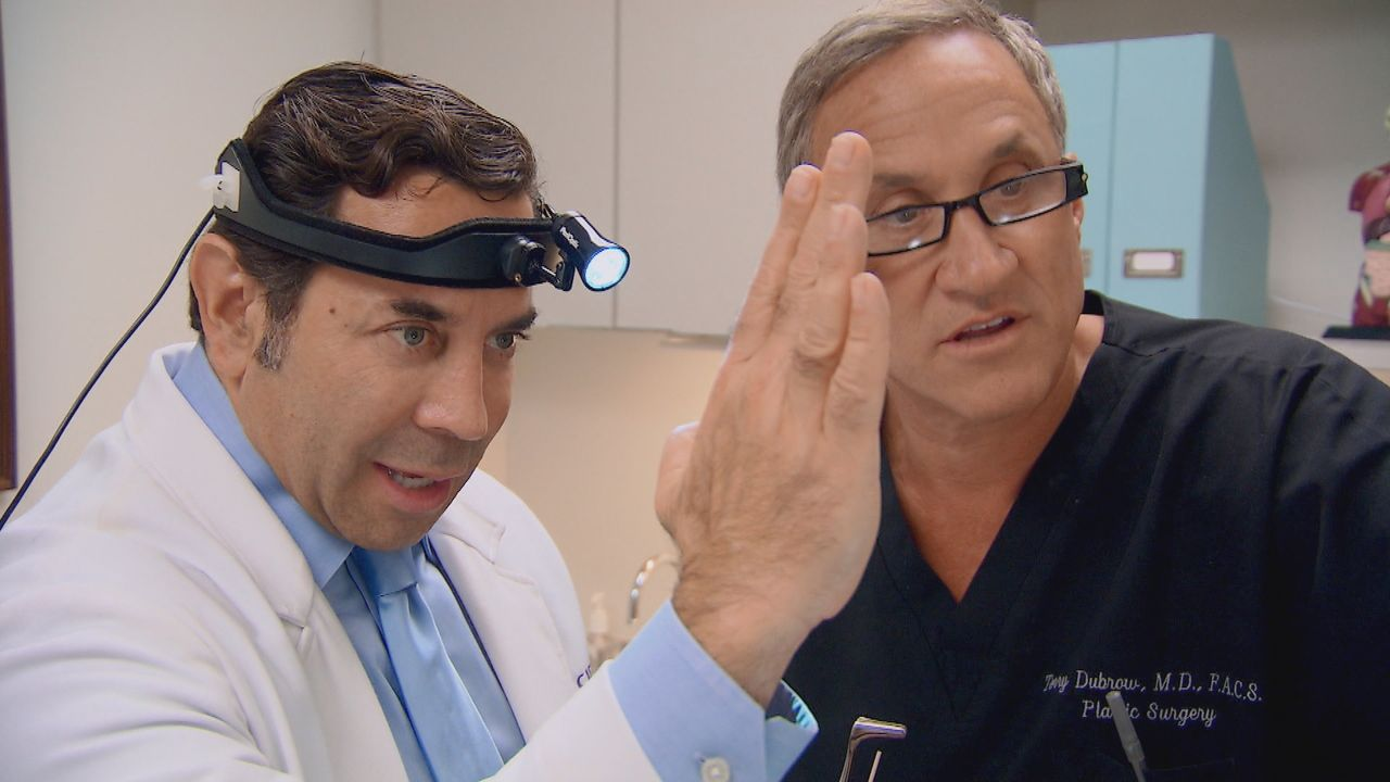 Dr. Nassif (l.); Dr. Dubrow (r.) - Bildquelle: 2016/2017 E! Entertainment Television, LLC ALL RIGHTS RESERVED