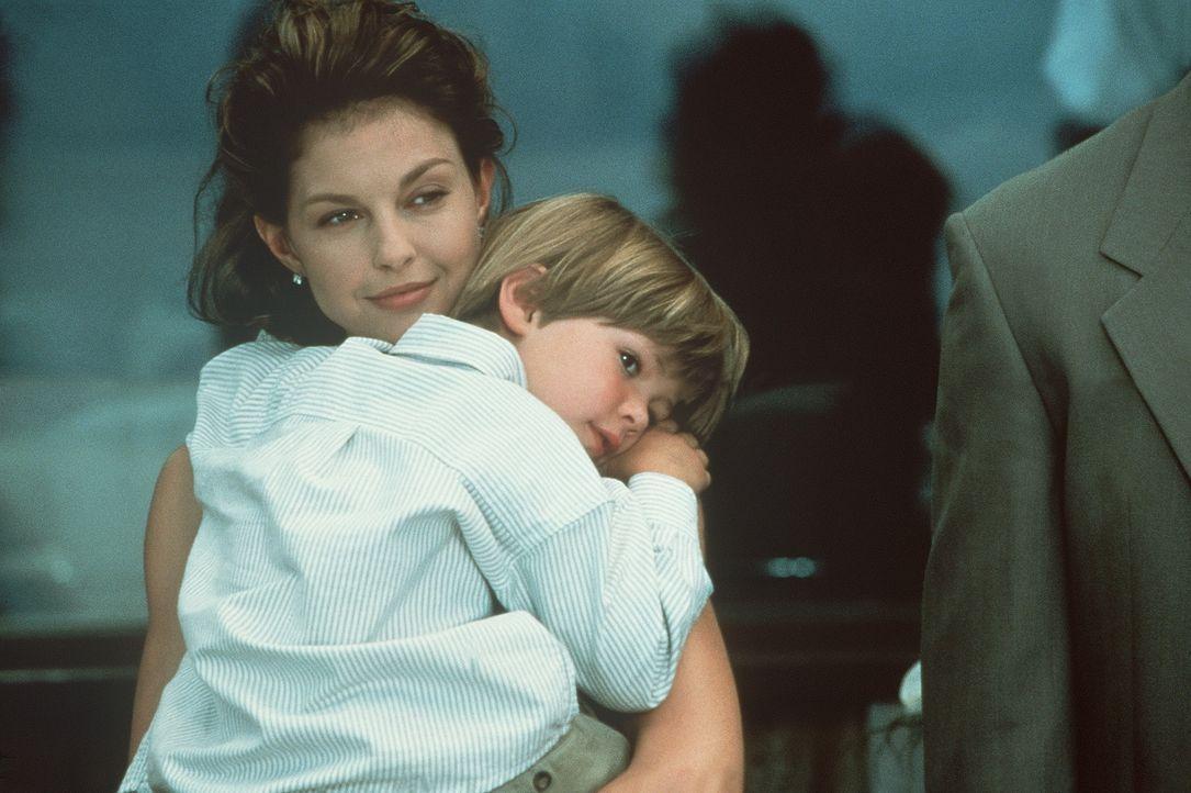 Für den kleinen Matty (Benjamin Weil, r.) würde seine Mutter Libby (Ashley Judd, l.) ihr Leben geben ... - Bildquelle: Paramount Pictures