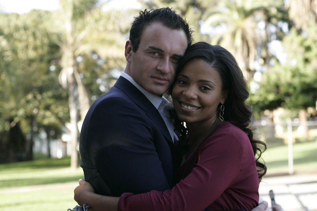 Hat ihre Liebe eine Chance?: Christian (Julian McMahon, l.) und Michelle (Sanaa Lathan, r.) ... - Bildquelle: TM and   2004 Warner Bros. Entertainment Inc. All Rights Reserved.