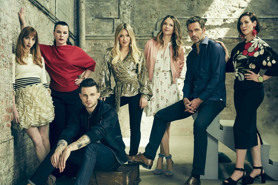 (v.l.n.r.) Lauren Heller (Molly Bernard); Maggie (Debi Mazar); Josh (Nico Tortorella); Kelsey Peters (Hilary Duff); Liza Miller (Sutton Foster); Cha... - Bildquelle: Hudson Street Productions Inc 2017