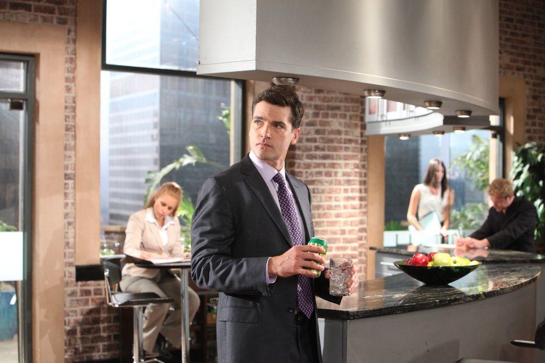 Grayson (Jackson Hurst) hat ein Auge auf Gina Blunt, eine alte Bekannte von Parker, geworfen ... - Bildquelle: 2012 Sony Pictures Television Inc. All Rights Reserved.
