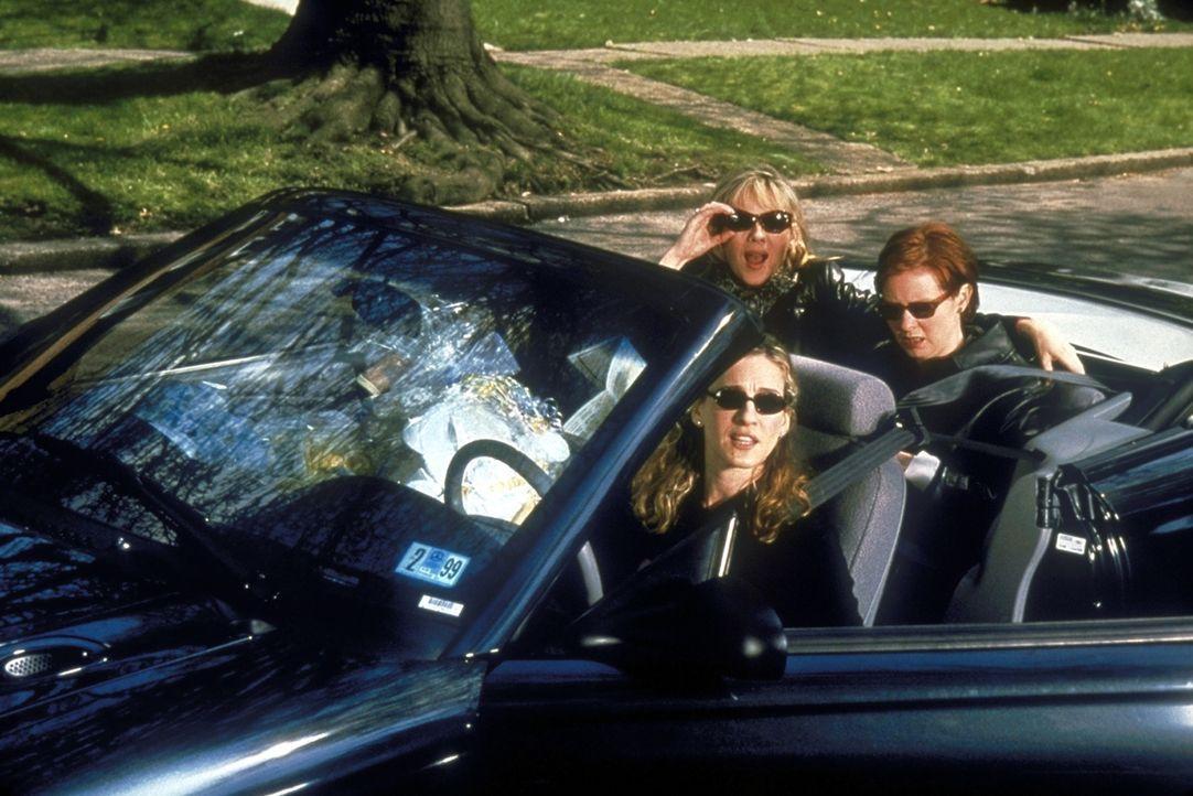 Laney war früher als wildes, zügelloses Partygirl bekannt. Nun hat sie in ihr bürgerliches Haus die drei Freundinnen Carrie (Sarah Jessica Parker, l... - Bildquelle: Craig Blankenhorn 1998 HBO
