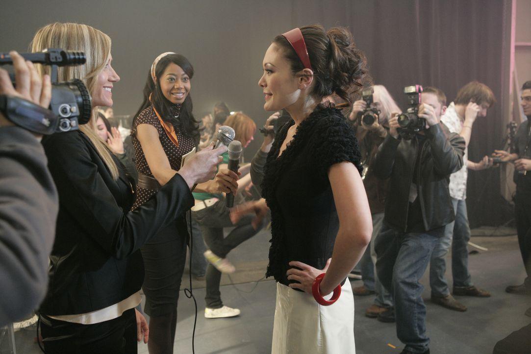 Ist stolz auf ihre erste Modenschau, doch schon am nächsten Tag kommt das böse Erwachen: Victory (Lindsay Price, r.) ... - Bildquelle: 2004 NBC, Inc.