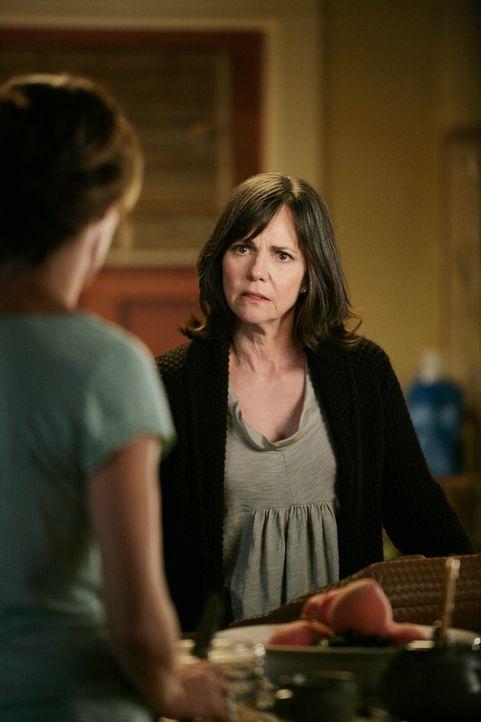 Erfährt, dass Saul Ojai verlassen hat: Nora (Sally Field) ... - Bildquelle: 2008 ABC INC.