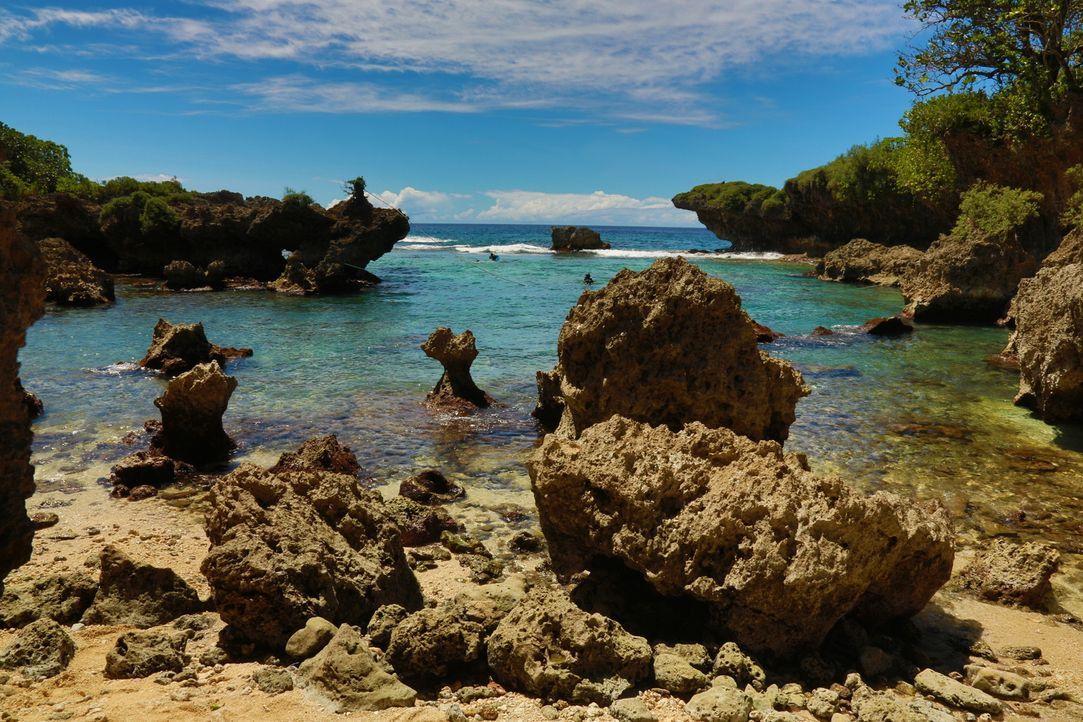 """Die """"Ague Cove"""" auf Guam ist eine wahre Oase am westpazifischen Ozean. Die felsenreiche Bucht bietet eine einzigartige Aussicht auf türkisblaues Was... - Bildquelle: 2016, The Travel Channel, L.L.C. All Rights Reserved"""
