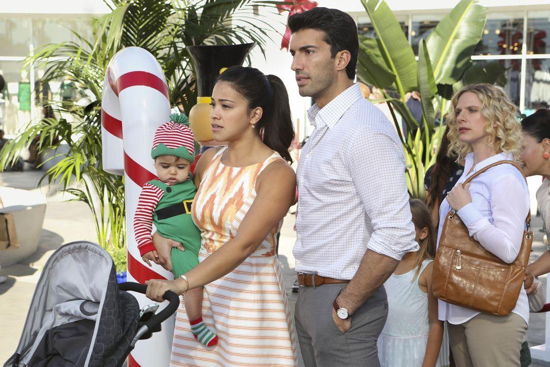 Wie wird es zwischen Jane (Gina Rodriguez, l.) und Rafael (Justin Baldoni, r.) weitergehen, nachdem Jane herausfindet, dass Rafael sie angelogen hat? - Bildquelle: Scott Everett White 2015 The CW Network, LLC. All rights reserved.