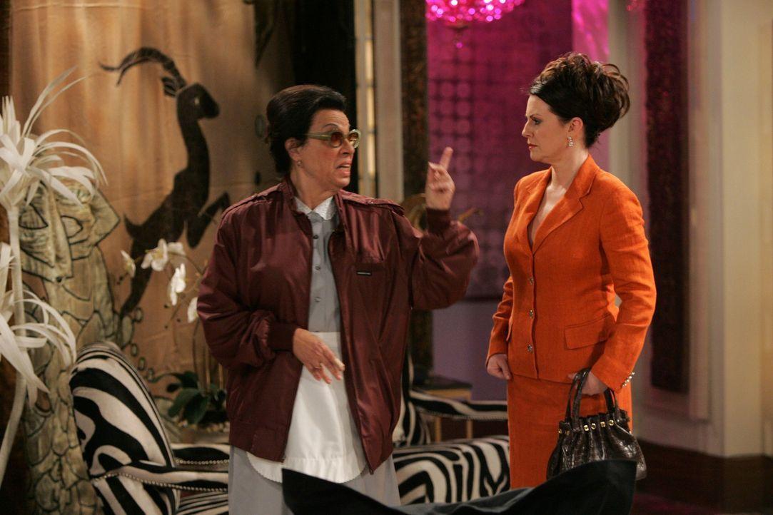 Karen (Megan Mullally, r.) schikaniert Rosario (Shelley Morrison, l.) wie eh und je ... - Bildquelle: NBC Productions