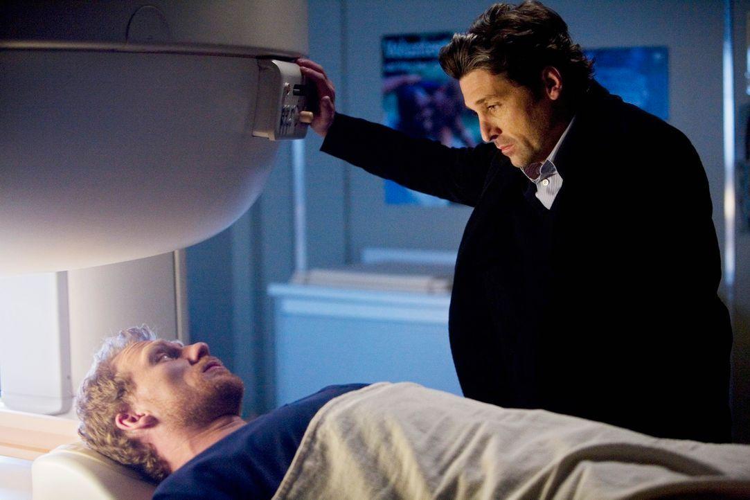 Nach dem schockierenden Vorfall mit Cristina lässt sich Owen (Kevin McKidd, l.) nun doch von Derek (Patrick Dempsey, r.) untersuchen ... - Bildquelle: Touchstone Television