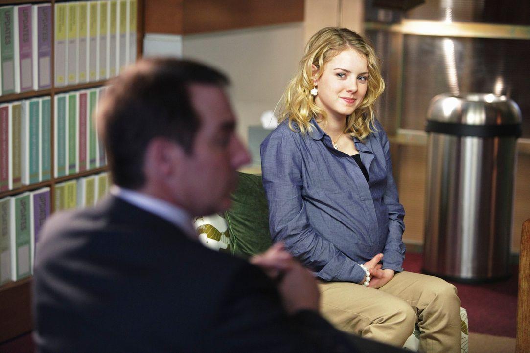 Sheldon (Brian Benben, l.) muss mit Violet drei Mütter beraten, deren jugendliche Töchter (Laura Wiggins, r.) beschlossen haben, gleichzeitig schw... - Bildquelle: ABC Studios