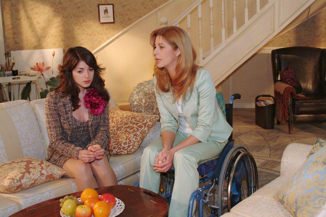 Laura (Olivia Pascal, r.) stellt Mariella (Bianca Hein, l.) zur Rede. - Bildquelle: Monika Schürle SAT.1 / Monika Schürle