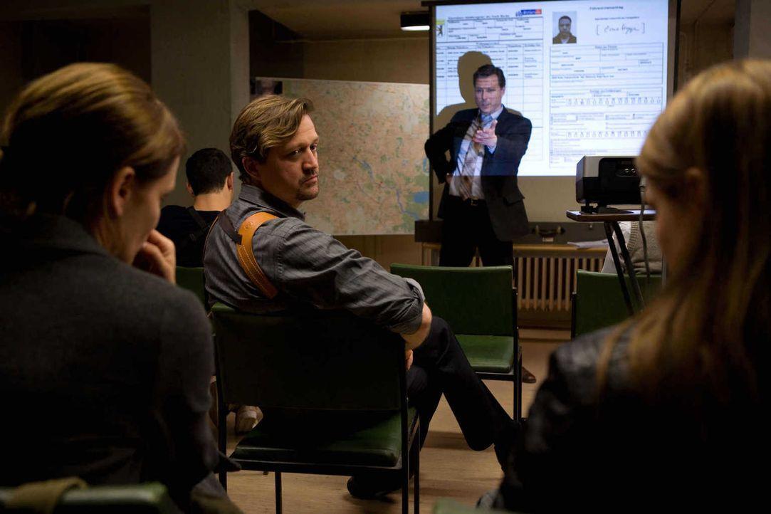 Zunächst sind Dezernatsleiter Ulf Habermann (Dirk Borchardt, 2.v.r.) und Max Albers (Patrick von Blume, 2.v.l.) überzeugt davon, dass Hannah (Anja K... - Bildquelle: Conny Klein SAT.1