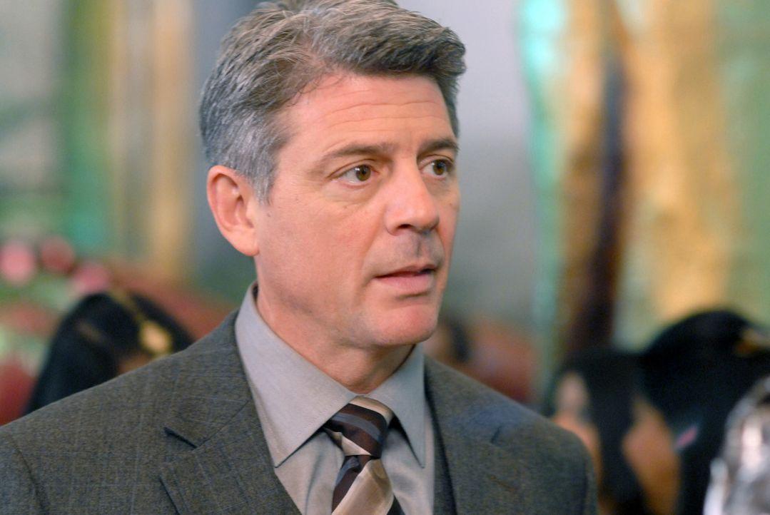 Charles (Christopher Cousins) weiß nicht, was mit seiner Frau Nico momentan los ist. Sie scheint wie ausgewechselt zu sein ... - Bildquelle: 2004 NBC, Inc.