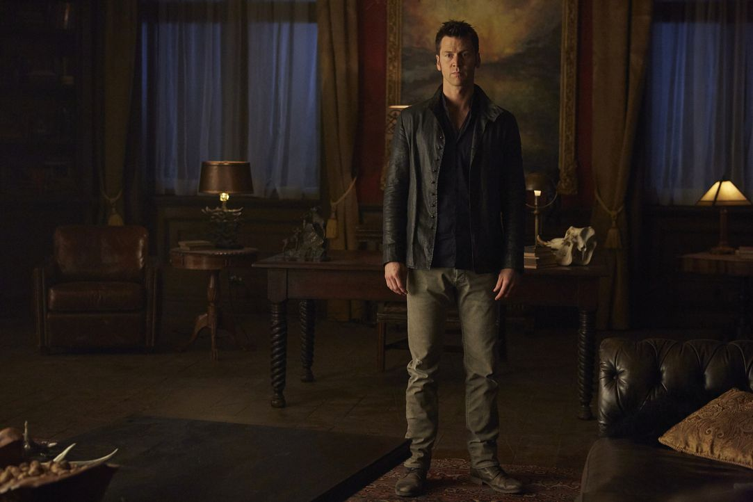 Sein Endspiel hat begonnen: Aleister (Sean Rogerson) ... - Bildquelle: 2015 She-Wolf Season 2 Productions Inc.
