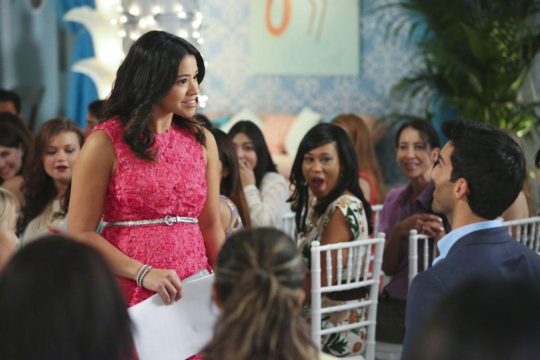 Eine unschöne Situation für Jane (Gina Rodriguez, l.) und Rafael (Justin Baldoni, r.) ... - Bildquelle: 2014 The CW Network, LLC. All rights reserved.
