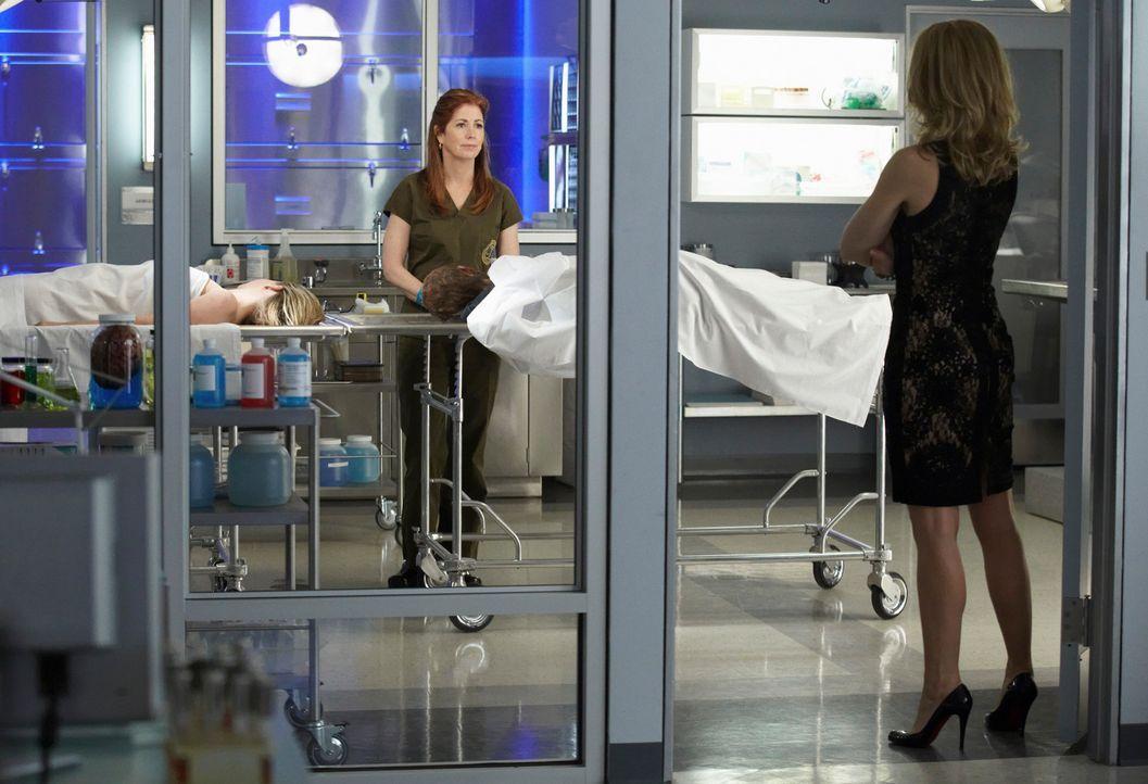 Versuchen, einen neuen Fall aufzudecken: Megan (Dana Delany, l.) und Kate Murphy (Jeri Ryan, r.) ... - Bildquelle: 2010 American Broadcasting Companies, Inc. All rights reserved.