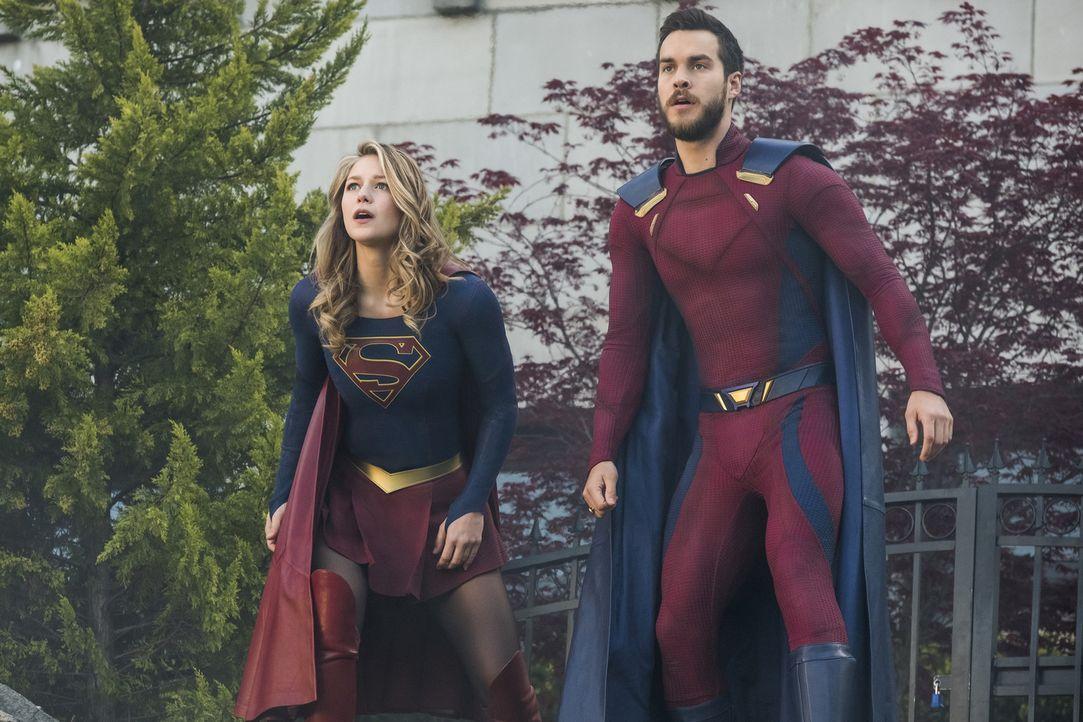 Noch ahnt Kara alias Supergirl (Melissa Benoist, l.) nicht, dass sie und Mon-El (Chris Wood) schon bald erneut getrennt werden könnten ... - Bildquelle: 2017 Warner Bros.