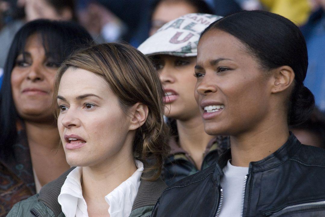 Alice (Leisha Hailey, l.) und Tasha (Rose Rollins, r.) können bei ihrem niedrigen Wetteinsatz nicht viel verlieren - doch bei Helena und Catherine... - Bildquelle: Metro-Goldwyn-Mayer Studios Inc. All Rights Reserved.