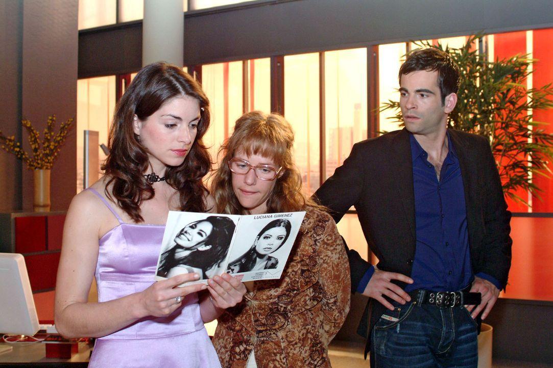 David (Mathis Künzler, r.) traut seinen Ohren nicht, als er hört, wie Lisa (Alexandra Neldel, M.) versucht, Mariella die Idee, Verena zukünftig z... - Bildquelle: Sat.1