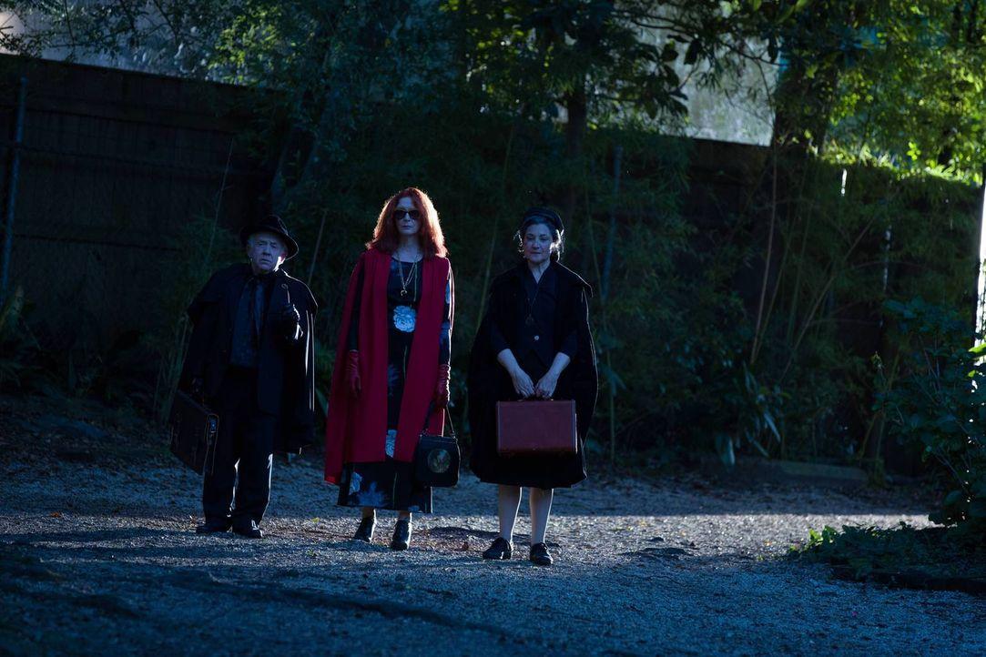Eigentlich sind Quentin (Leslie Jordan, l.), Myrtle (Frances Conroy, M.) und Cecily Pembroke (Robin Bartlett, r.) in die Academy gekommen, um Fiona... - Bildquelle: 2013-2014 Fox and its related entities. All rights reserved.