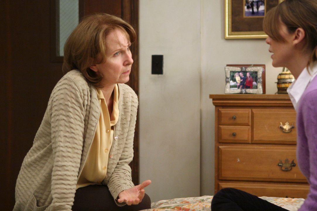 Tolle Neuigkeit: Meredith's (Ellen Pompeo, r.) Mutter (Kate Burton, l.) ist wieder hellwach im Kopf und kann sich an alles erinnern ... - Bildquelle: Touchstone Television