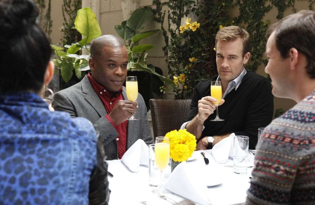 James Van Der Beek (James Van Der Beek, r.) ist ein selbstverliebter Promi und geht nur mit seinem Manager Luther Wilson (Ray Ford, l.) vor die Tür... - Bildquelle: 2012 American Broadcasting Companies. All rights reserved.