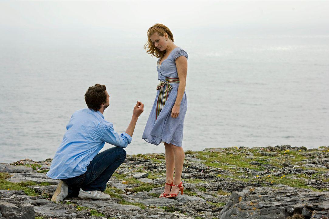 Anna (Amy Adams, r.) will nicht mehr länger auf den Heiratsantrag ihres Freundes warten und folgt ihm deshalb auf seiner Geschäftsreise nach Dublin.... - Bildquelle: 2010 Universal Studios