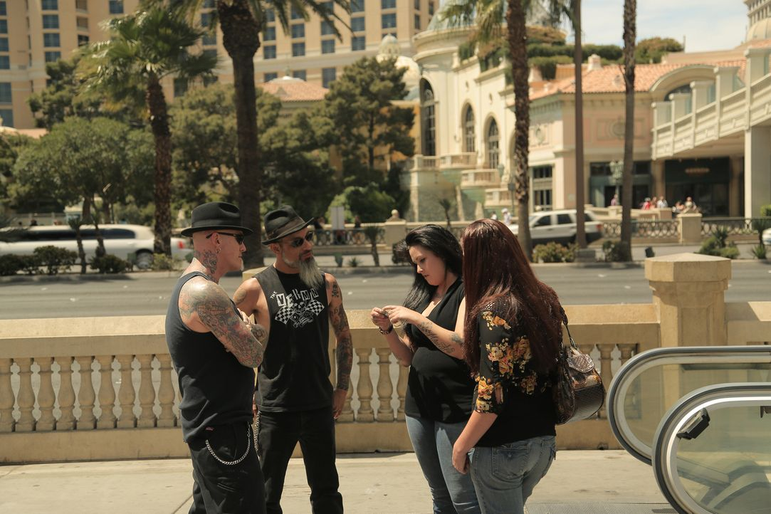 Dirk (.) und Ruckus (2.v.l.) sind in Las Vegas auf der Suche nach den ultimativen Tattoo-Katastrophen ... - Bildquelle: 2013 A+E Networks, LLC