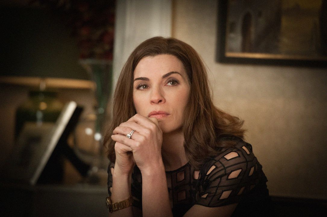 In Alicias (Julianna Margulies) Leben fällt alles auseinander: Sie muss ihre politische Karriere aufgeben und selbst ihre Position in der Anwaltskan... - Bildquelle: Jojo Whilden 2012 CBS Broadcasting Inc. All Rights Reserved.