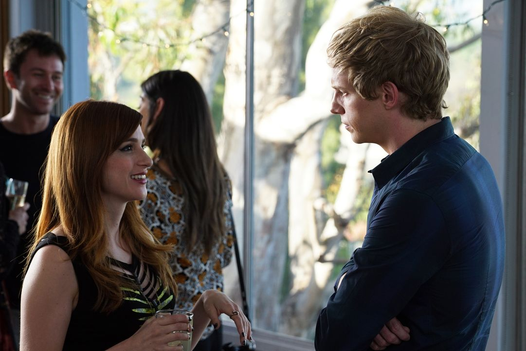 Für Jimmy (Chris Geere, r.) steht fest, dass er eindeutig keine Freunde braucht und auch Gretchens (Aya Cash, l.) Freundschaften scheinen weniger st... - Bildquelle: 2015 Fox and its related entities.  All rights reserved.