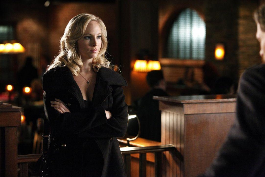 Kann Caroline Forbes (Candice Accola) den Avancen von Klaus widerstehen? - Bildquelle: Warner Brothers