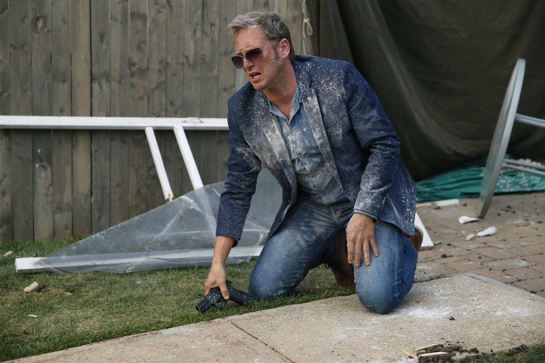 Mit ganzem Körpereinsatz ermittelt Jake (Josh Lucas), um einem Mordfall zu lösen ... - Bildquelle: Warner Bros. Entertainment, Inc.