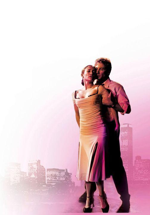 Durchs Tanzen und durch die hübsche Tanzlehrerin (Jennifer Lopez, l.) bekommt Anwalt John Clark (Richard Gere, r.) seine Lebensfreunde wieder zurück... - Bildquelle: Buena Vista International Television