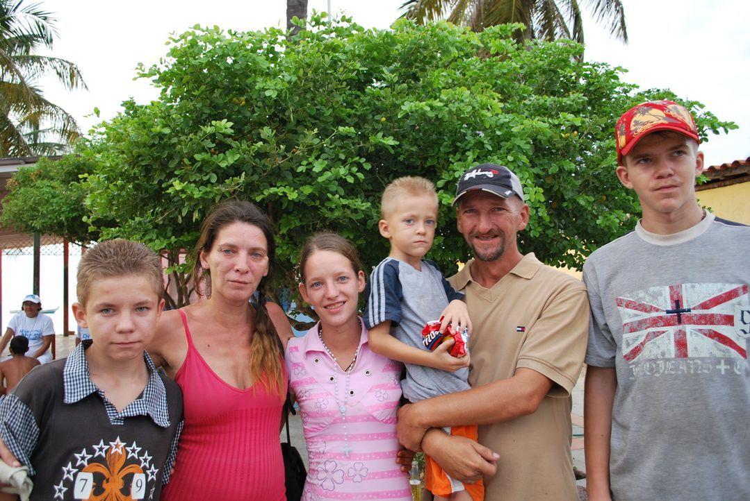 Bei der Familie Biebl ist seit der Auswanderung nach Venezuela fast alles schiefgegangen. Jetzt müssen sich die Biebls Tag für Tag durchschlagen.... - Bildquelle: kabel eins