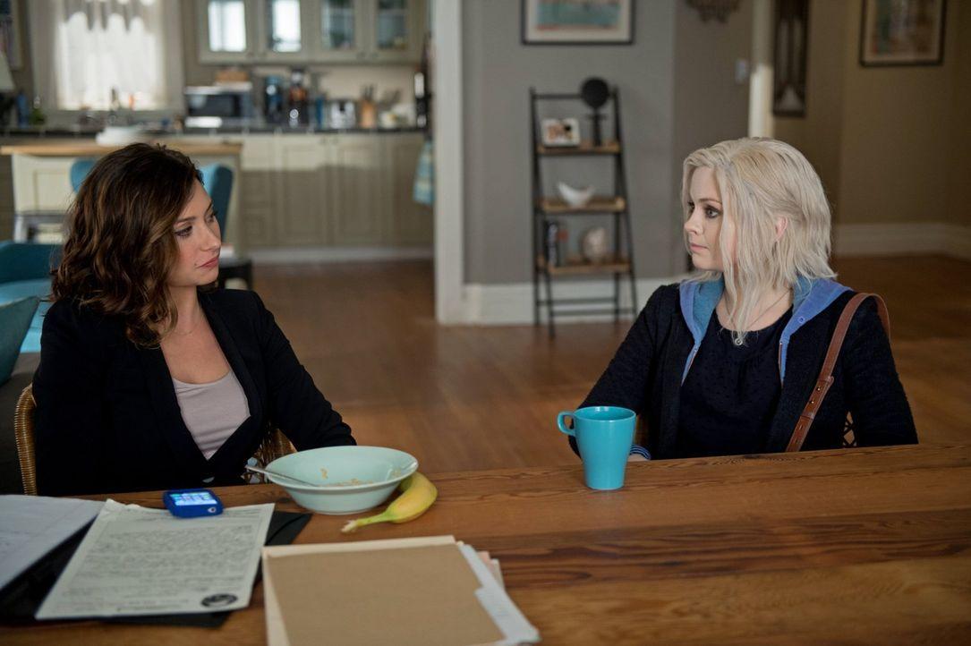 Während Peyton (Aly Michalka, l.) ausnahmsweise mal single ist, macht sich Liv (Rose McIver, r.) Gedanken über ihre Beziehung zu Lowell ... - Bildquelle: Warner Brothers