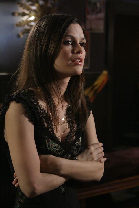 Summer (Rachel Bilson) trifft auf Julie, zufälligerweise in ihrem eigenen Haus, da Julie gerade Neil Roberts besuchen wollte. Julie versucht, sich... - Bildquelle: Warner Bros. Television