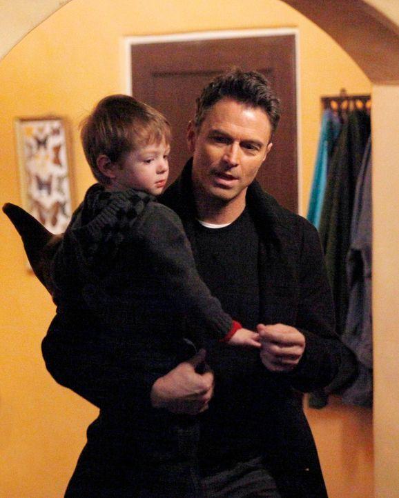 Pete (Tim Daly, r.) kümmert sich liebevoll um seinen Sohn Lucas (Jack und Joey Bobo, l.) ... - Bildquelle: ABC Studios