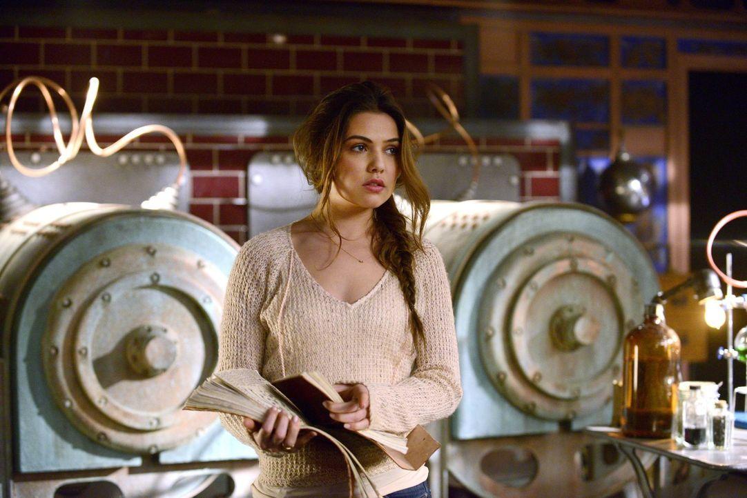 Noch ahnt Davina (Danielle Campbell) nicht, dass sie der angeblichen Rebekah lieber nicht trauen sollte ... - Bildquelle: Warner Bros. Entertainment, Inc
