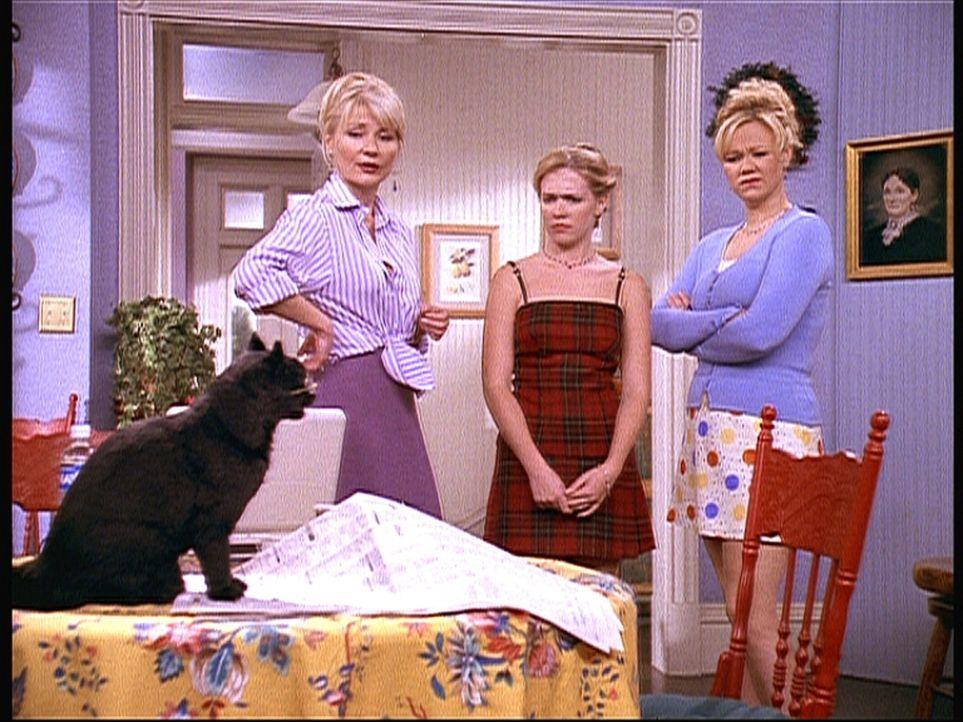 Die eifersüchtige Hilda (Caroline Rhea, r.) versucht Zelda (Beth Broderick, l.) auszuhorchen, wie ihr Rendezvous mit Mr. Kraft verlaufen ist. Auch... - Bildquelle: Paramount Pictures