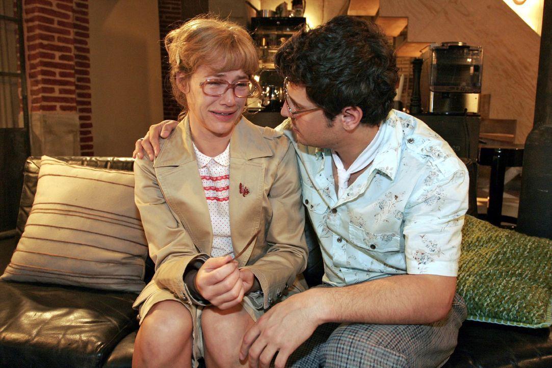 Lisa (Alexandra Neldel, l.) ist erleichtert, als Rokko (Manuel Cortez, r.) ihr mit der Antwort auf seinen Heiratsantrag Zeit gibt. Sie bricht erneut... - Bildquelle: Noreen Flynn SAT.1 / Noreen Flynn