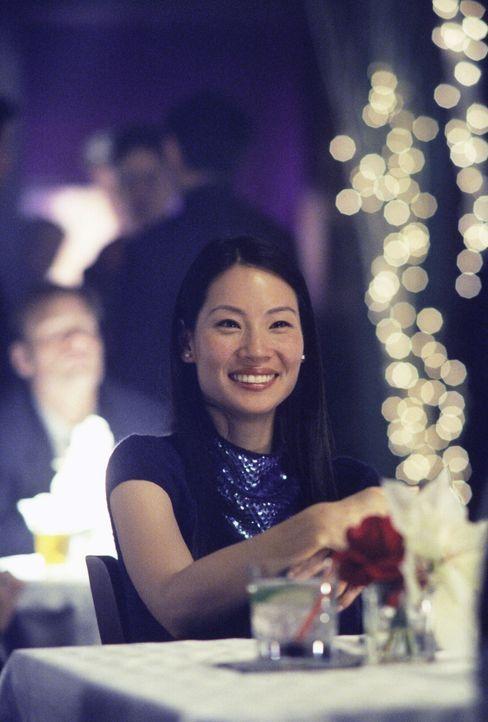 Genießt die Weihnachtszeit auch ohne Partner: Ling (Lucy Alexis Liu) ... - Bildquelle: 1999 Twentieth Century Fox Film Corporation. All rights reserved.