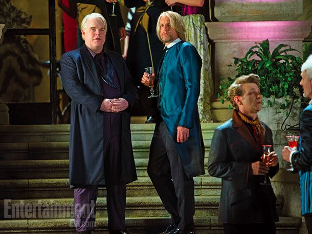 Woody Harrelson als Haymitch Abernathy und Philip Seymour Hofman als Plutarch in Catching Fire - Bildquelle: Studiocanal