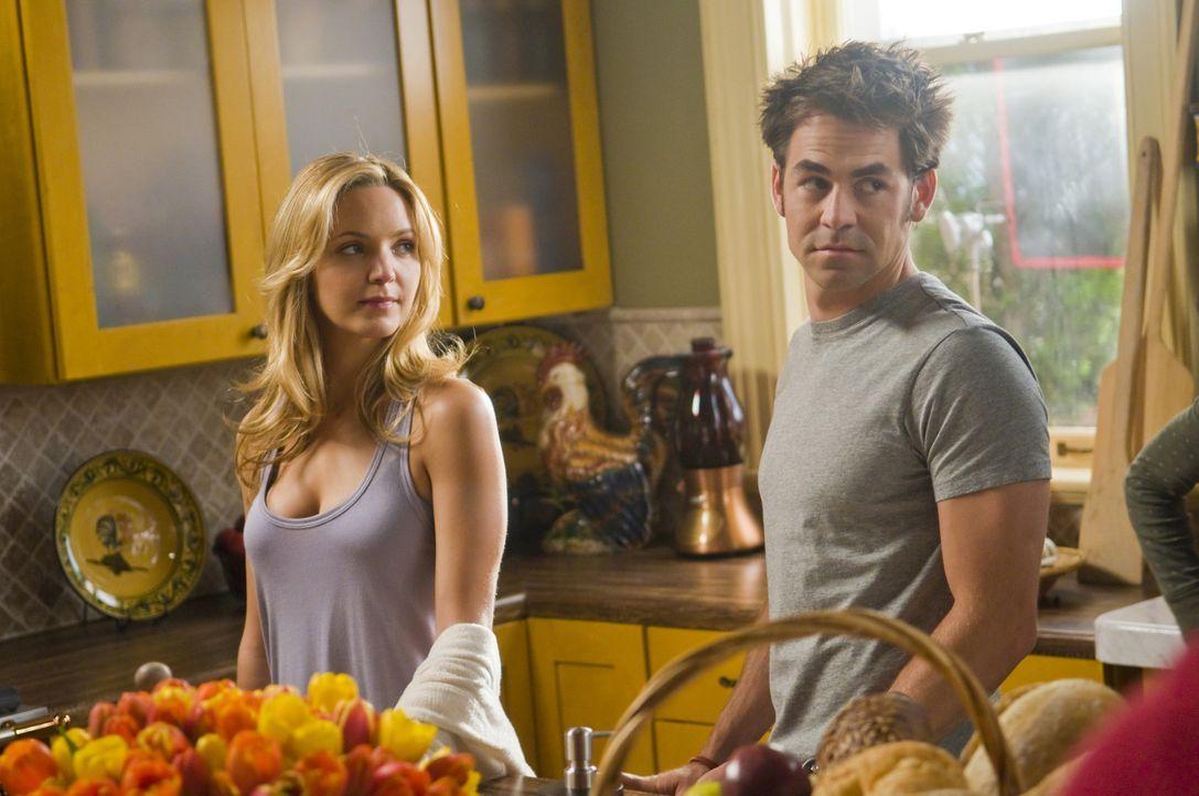 P.J. (Jordana Spiro, l.) hofft auf eine romantische Zeit mit Bobby (Kyle Howard, r.) in Italien ... - Bildquelle: Sony Pictures Television Inc. All Rights Reserved.