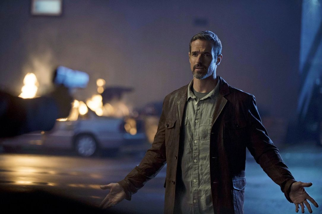 Roger (Jeffrey Pierce) glaubt an das Gute im Menschen und versucht den Auftragsmörder von seinen Ideologien zu überzeugen ... - Bildquelle: Warner Bros. Entertainment, Inc