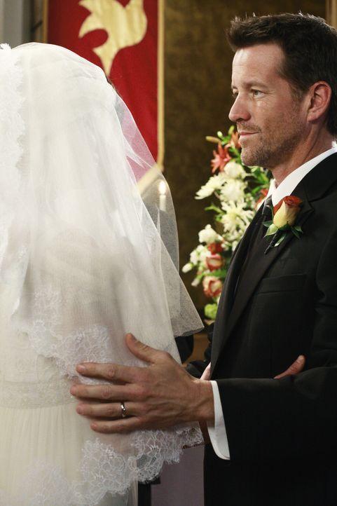 Nach alldem, was geschehen ist, riskiert Mike (James Denton, r.) ein neues Wagnis: Er heiratet .... - Bildquelle: ABC Studios