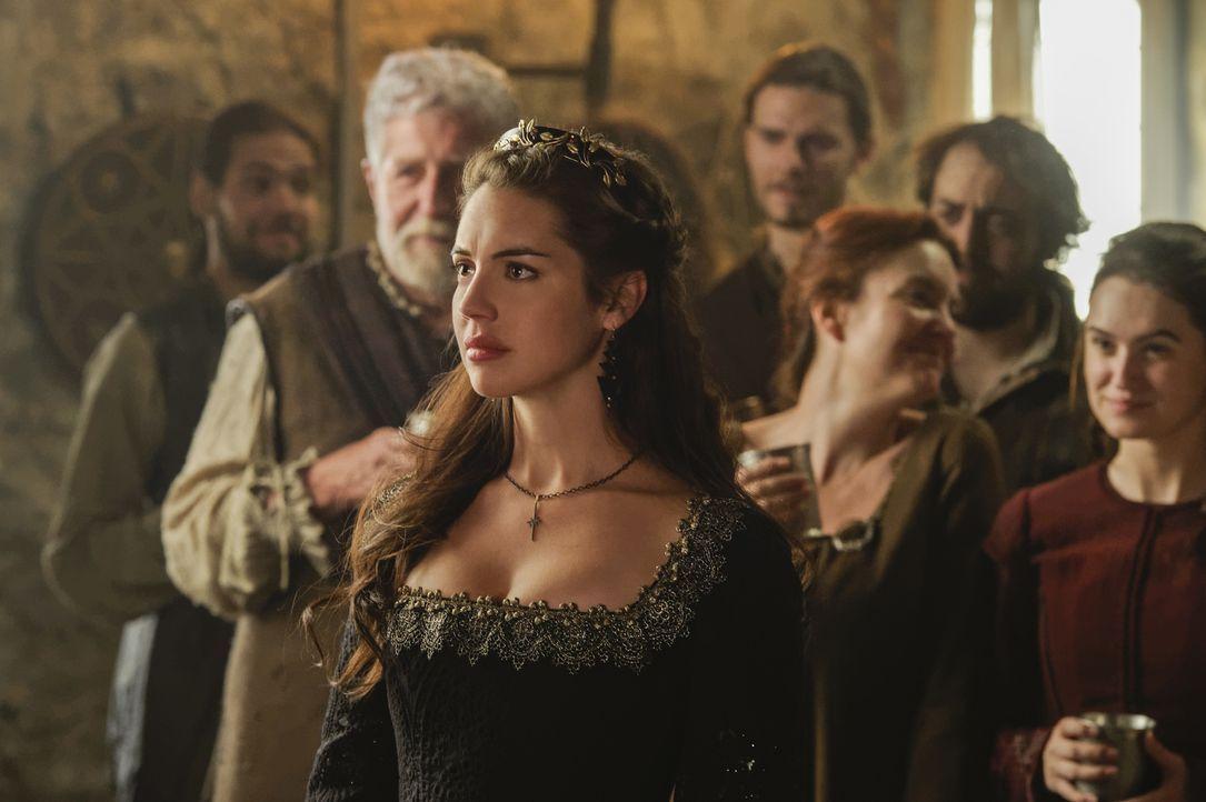 Königin Mary (Adelaide Kane) wacht im Norden Schottlands auf. Nachdem sie entführt wurde, soll sie nun einen Unbekannten heiraten ... - Bildquelle: Ben Mark Holzberg Ben Mark Holzberg/The CW -   2017 The CW Network, LLC. All Rights Reserved.