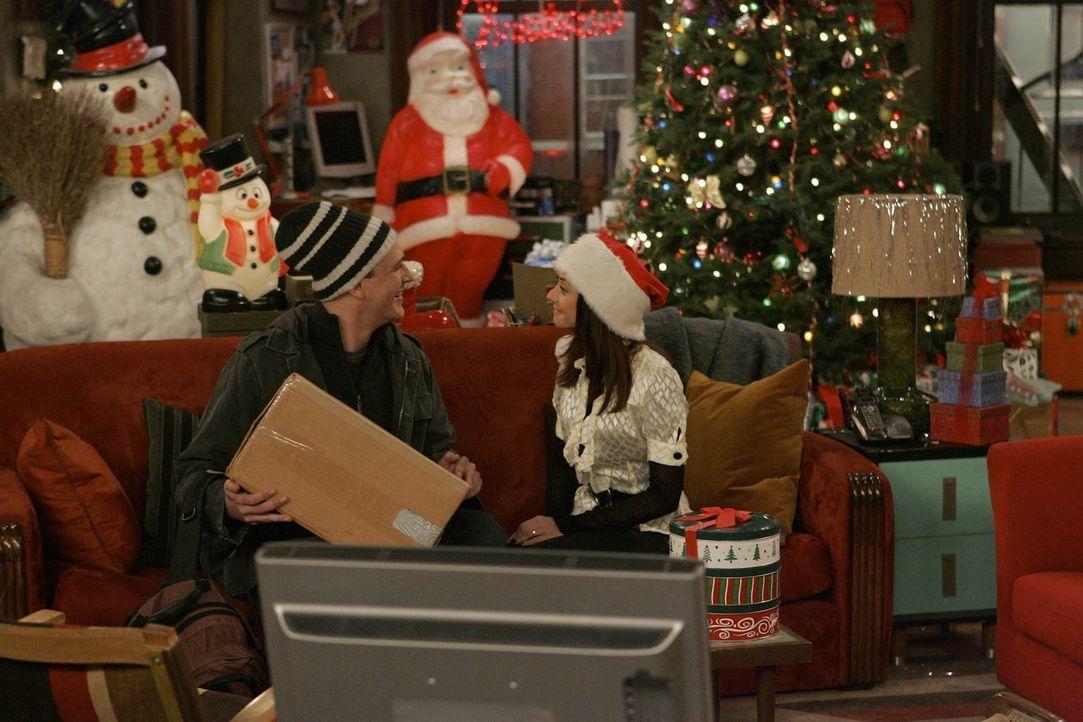 Heiligabend steht vor der Tür: Lily (Alyson Hannigan, r.) gibt sich viel Mühe, um alles nett zu dekorieren, doch Marshall (Jason Segel, l.) kann dam... - Bildquelle: 20th Century Fox International Television